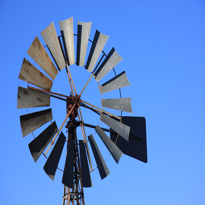 Image of a water well and mill which is usual for many rural towns in Australia